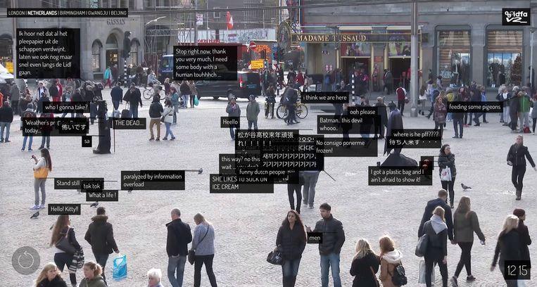 De Dam in Amsterdam (beeld uit 2015), in het interactieve kunstwerk Exhausting a Crowd. Beeld Kyle McDonald