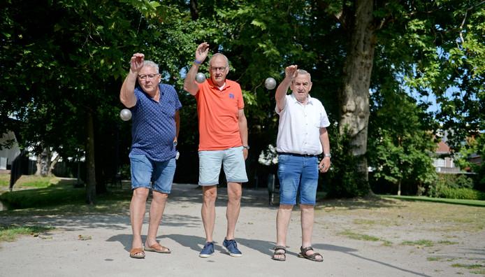 Leo Leverink, Marcel Steinebach en Lammert van de Wal (vanaf links) zijn mede-organisatoren van het toernooi van komende zondag.