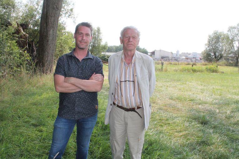 Klaas Blondé en Erik De Block van Natuurpunt in de Pamelse Meersen aan de achterzijde van De Doncker.