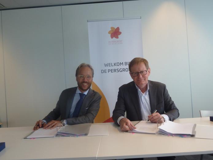 Remko Wouters (l) en Persgroep CCO Erik Roddenhof.