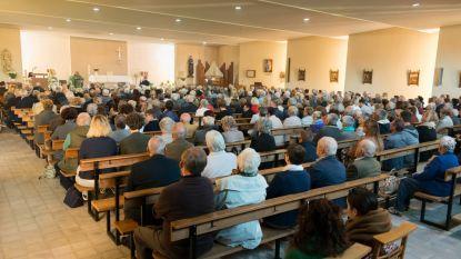 Laatste viering in kerk van 't Poelske lokt 500 gelovigen