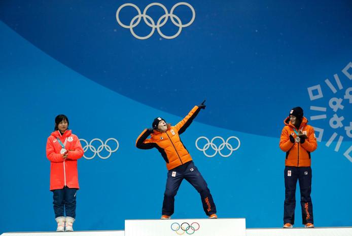 Ireen Wüst in de kenmerkende pose van atleet Usain Bolt.