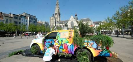 Kleurrijke pick-up te bewonderen op Ernest Van Dijckkaai