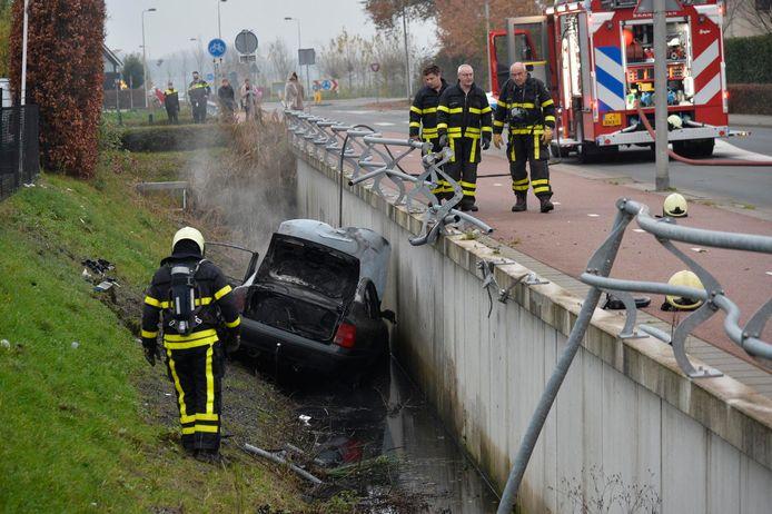 Auto uitgebrand in Etten-Leur naar eenzijdig ongeluk.