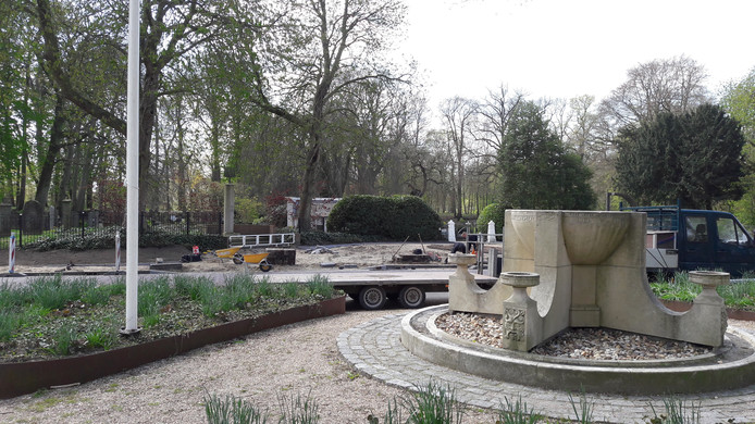 Het onafhankelijkheidsmonument bij de Bossche Poort. De foto is dit voorjaar gemaakt, toen het gedeelte bij het oorlogsmonument aan de andere kant van de weg opnieuw werd ingericht.