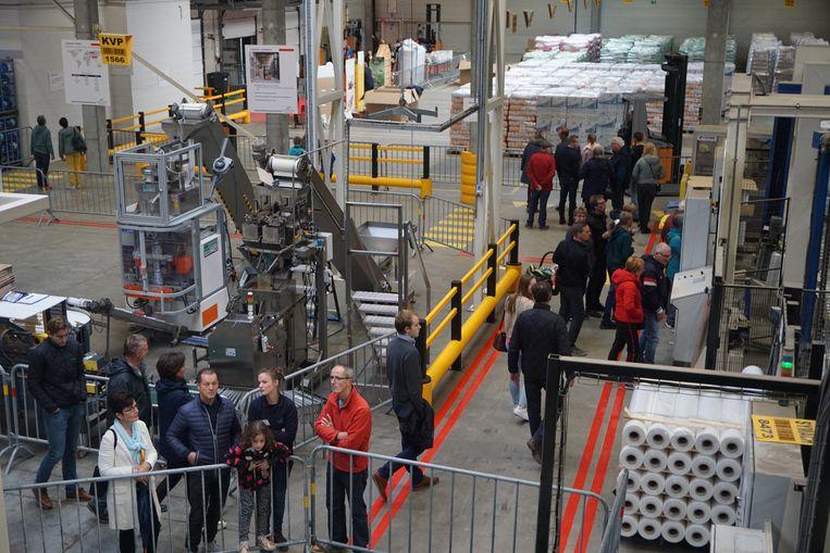 Fides Petfood in Oostende nam voor het eerst deel aan Open Bedrijvendag. Bezoekers kregen uitleg over het productieproces van honden- en kattenvoeding, de ingrediënten en de biofilter tegen geurhinder.