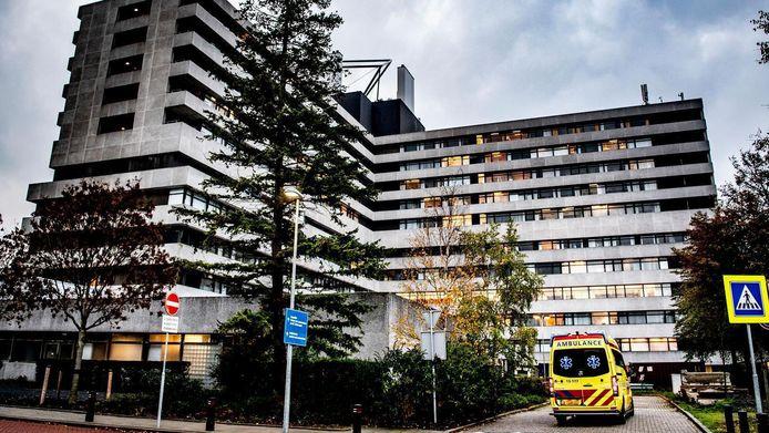 Een ambulance op het terrein van het MC Slotervaart.