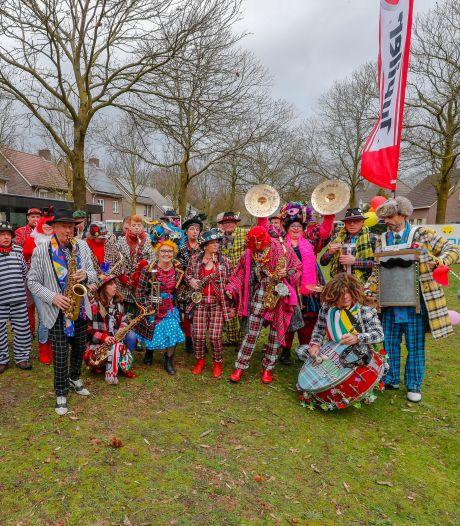 Blaasorkest maakt swingende carnavalstour door Zuidoost-Brabant