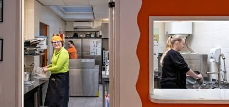 Bij Downey's werken ze liever wat minder dan weer thuis te zitten: 'Zonder dagbesteding gaan medewerkers achteruit'