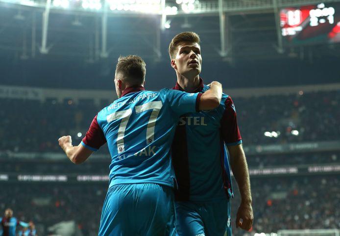 Alexander Sorloth, voormalig spits van FC Groningen, viert een treffer in het tenue van Trabzonspor.