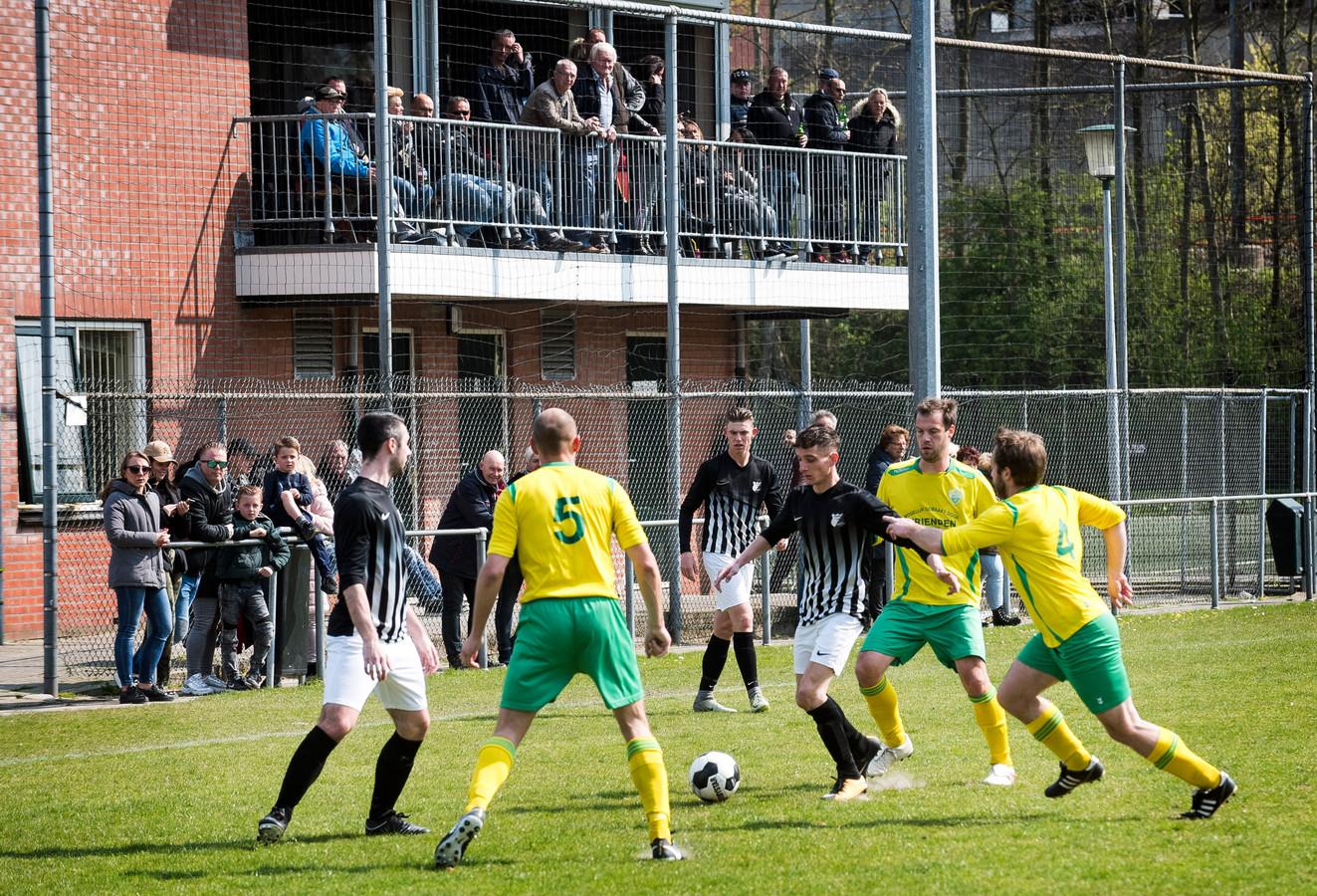 De voetballers van DWSV 1 komen niet meer in actie. De tuchtcommissie heeft het elftal uit de competitie gezet.