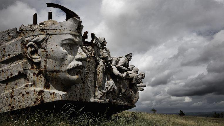 Het monument Saoer Mogila ter ere van de overwinning van het Rode Leger op nazi-Duitsland ligt op een strategische heuvel in Oost-Oekraïne, met uitzicht van 50 kilometer in de rondte. Bij de gevechten tussen pro-Russische separatisten en het Oekraïense leger is het zwaar beschadigd. Beeld Daniël Rosenthal / de Volkskrant
