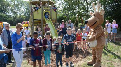Kinderen wijk Schaudries ravotten op nieuwe speeltuigen