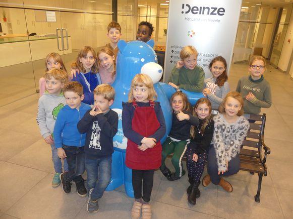 Deze kinderen van opvang De Brieltuin mochten al even kennismaken met Warme William.