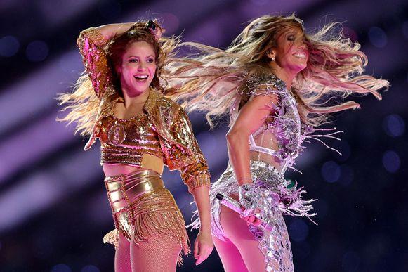 Shakira and Jennifer Lopez tijdens de Super Bowl LIV Halftime Show op 2 februari in Miami, Florida.