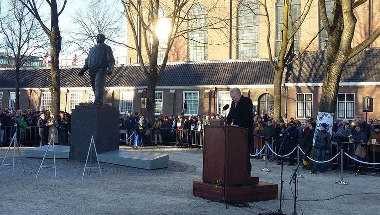Artiest André van Duin las gedichten voor tijdens de herdenking van de Februaristaking in 1941 Beeld Marc Kruyswijk