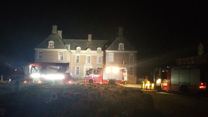 Brandweer bij kasteel De Slangenburg.