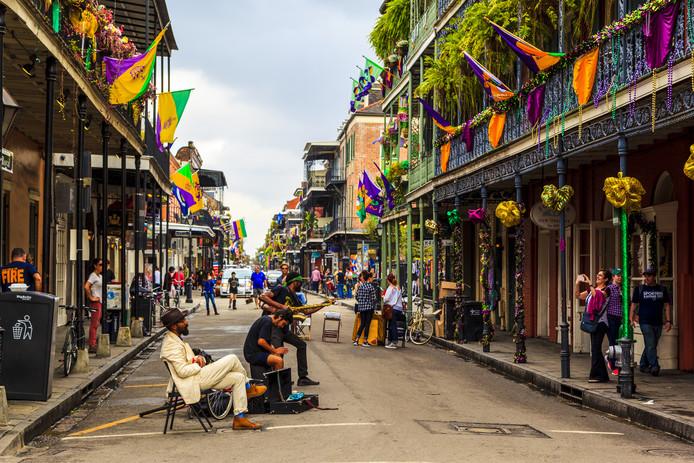 In het uitgaanscentrum in het oudste deel van de stad, het French Quarter, is altijd muziek te horen.