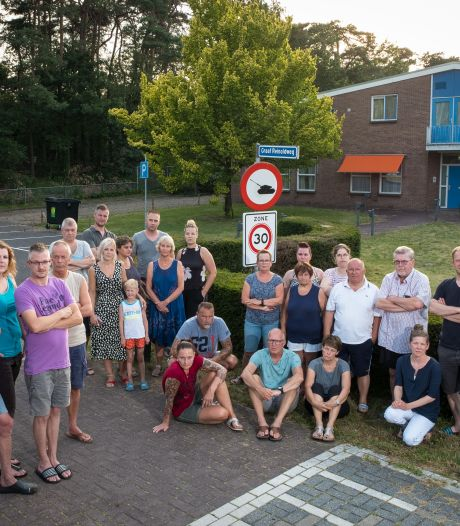 Bonje bij het brigadegebouw, buurt 't Harde op achterste poten: 'Gemeente Elburg belazert ons'