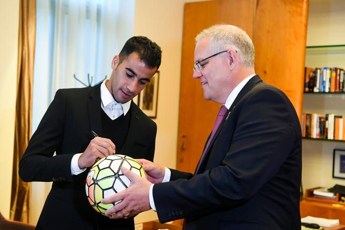 Hakeem Al Araibi (links) en premier Scott Morrison.