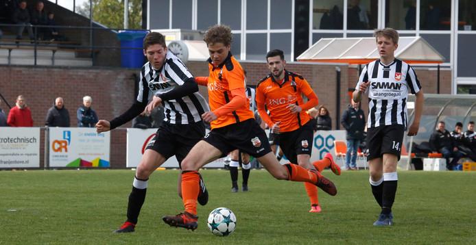 Bart van Fraeijenhove maakt de 1-0 namens Terneuzense Boys tegen MZC'11