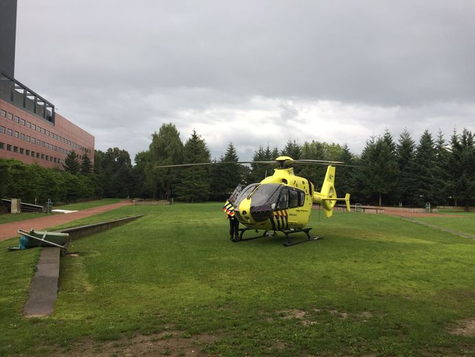 De traumahelikopter is geland in de Interpolistuin.