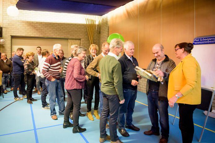 De afscheidsreceptie van Piet Scheepers werd druk bezocht.
