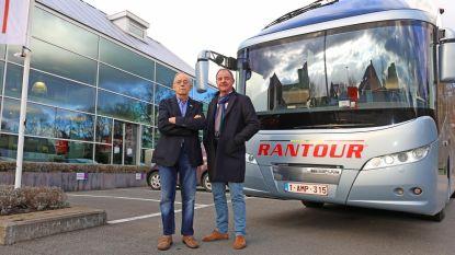 """""""En zeggen dat onze eerste bus na twee weken in panne stond!"""""""