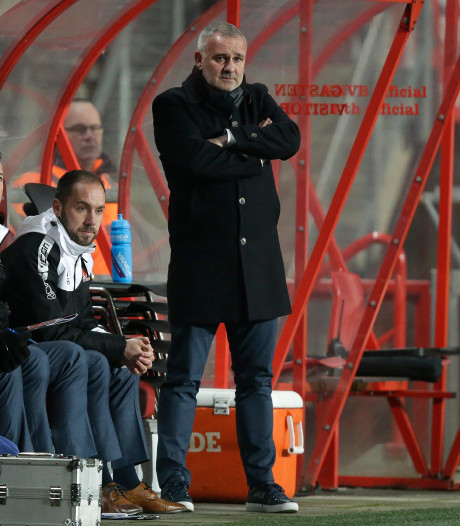 Helmond Sport-trainer Alflen zoekt naar oorzaak blessuregolf: 'Misschien wel door dramatisch veld'