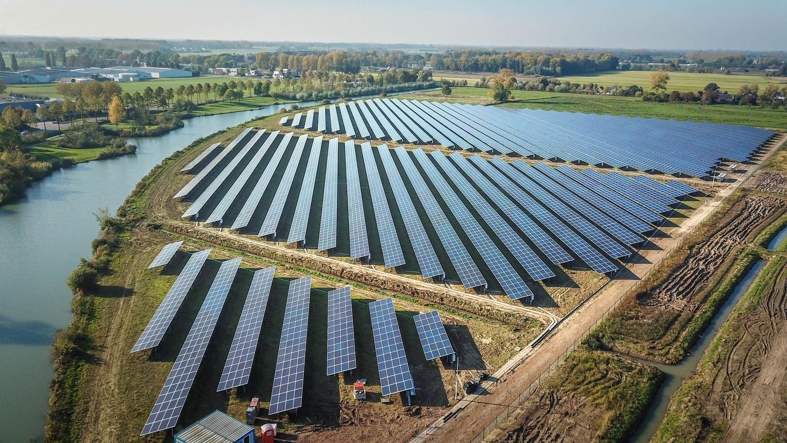 Het nieuwe zonnepark bij Ewijk.