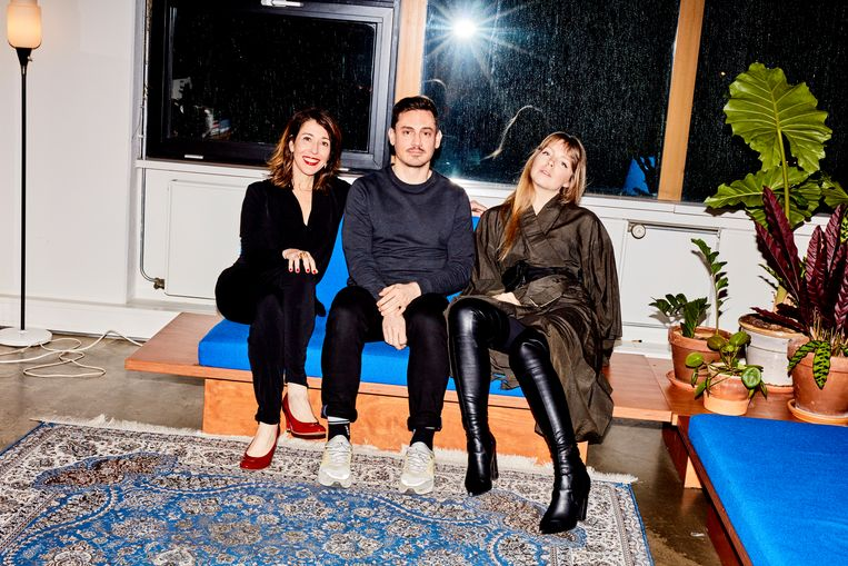 Van links af: Adriana Hoppenbrouwer-Pereira, Kerry Murphy en Amber Jae Slooten: het team van The Fabricant. Beeld Valentina Vos