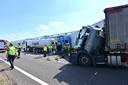 Ongeluk met meerdere vrachtwagens op de A16 bij Breda.
