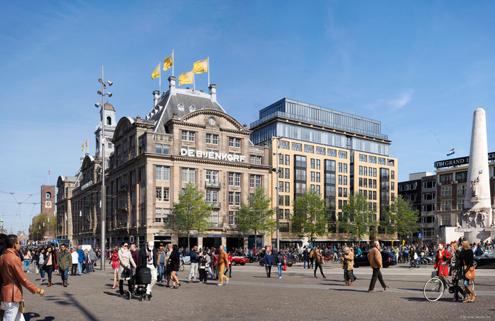 Het appartement naast de Bijenkorf op de Dam in Amsterdam staat te koop.