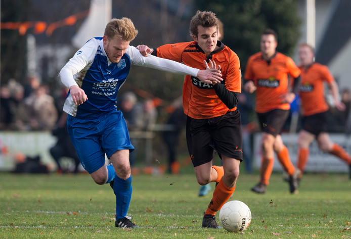 De derby Pax-Keijenburgse Boys. Beide clubs hebben een veldentekort en krijgen geld om dat op te lossen.