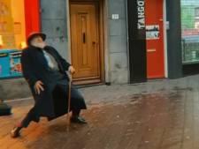 Oude man showt danskunsten bij straatmuzikant uit Eindhoven: 'Wij deelden samen een bijzonder moment'
