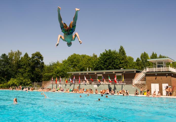 Zwembad West Nijmegen : Sportfondsen: groot zwembad in noord kleintje in west nijmegen