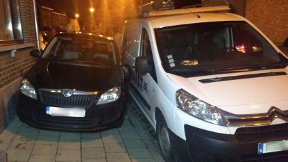 Taxichauffeur speelt biljart met geparkeerde wagens: enorme blikschade