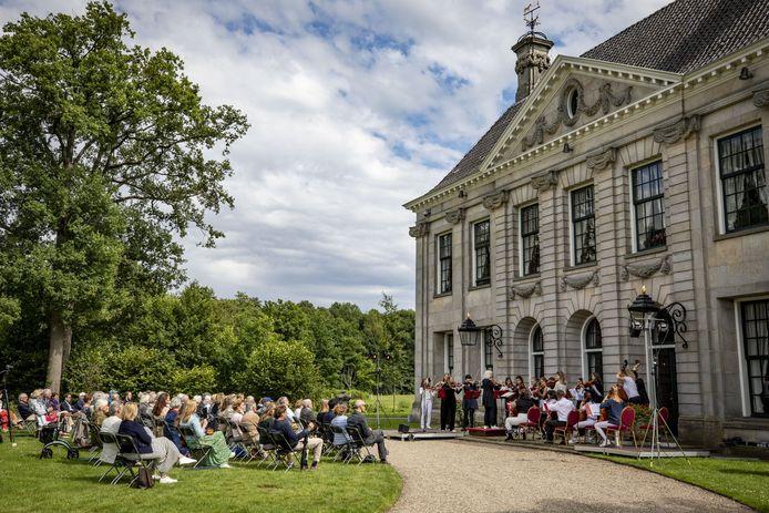 Zaterdagmiddag woonden 100 bezoekers het optreden van het Britten Jeugd Strijkorkest bij.