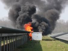 Transformatorhuisje met driehonderd liter giftige olie in brand bij zonnepark Emmeloord