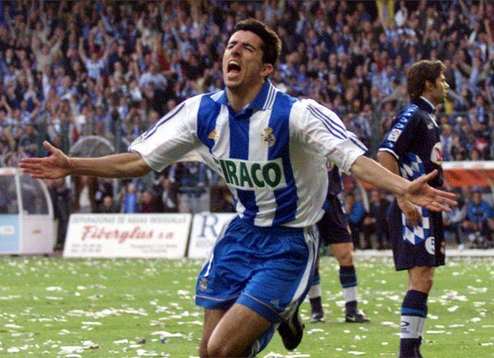 Roy Makaay verzekert Deportivo la Coruña van de titel met de 2-0 tegen RCD Espanol op 19 mei, de laatste speeldag van de Primera Division in 2000.