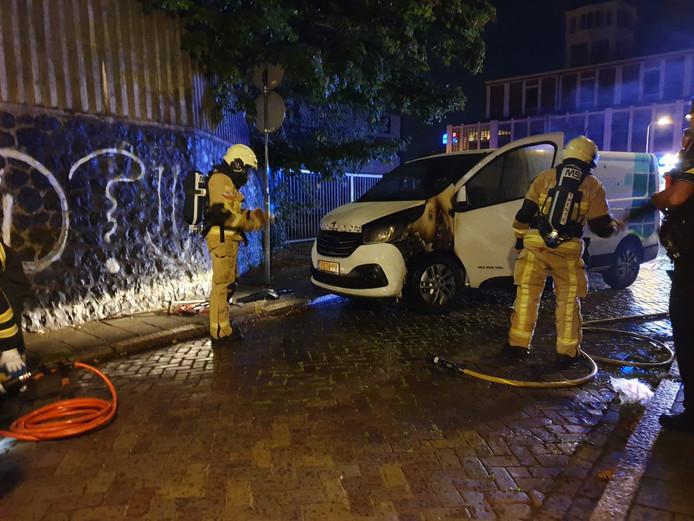 Opnieuw een autobrand in Hengelo, dit keer aan de Emmaweg.