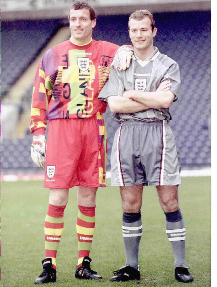 Tim Flowers en lan Shearer voor het EK 1996, de zomer waarin het nummer 'It's coming home' een nationale hit werd in Engeland.