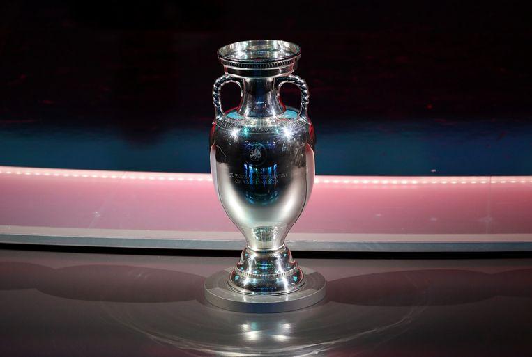 De beker voor de winnaar van het EK voetbal. Beeld AP