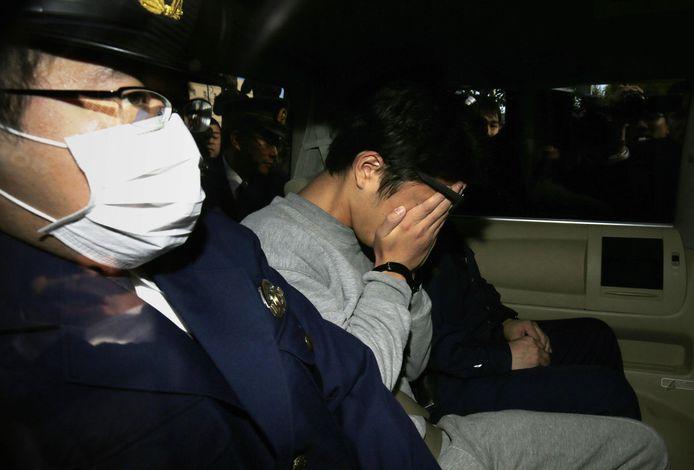 Takahiro Shiraishi bedekt zijn gezicht.