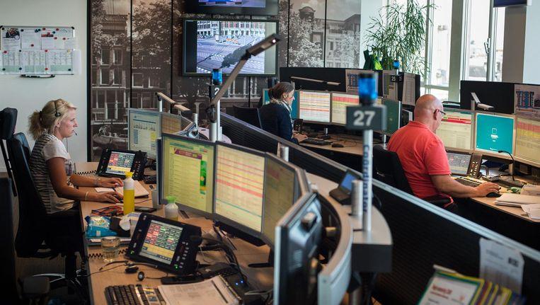 De meldkamer van Ambulance Amsterdam Beeld Mats van Soolingen
