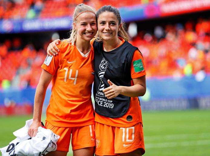 In april komen de voetbalsters van Oranje weer in actie.