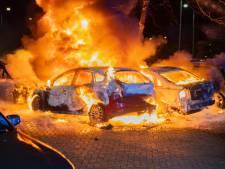 Vlammenzee verwoest zes auto's in Tilburg