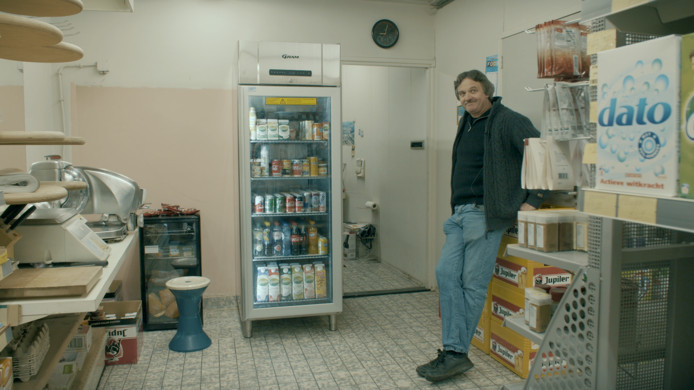 Schillemans 'junior' in zijn supermarktje in de Hulster binnenstad.