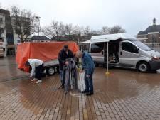 Kerstkofferbakverkoop Apeldoorn valt opnieuw in het water: 'Ik denk dat dit de laatste keer is geweest'