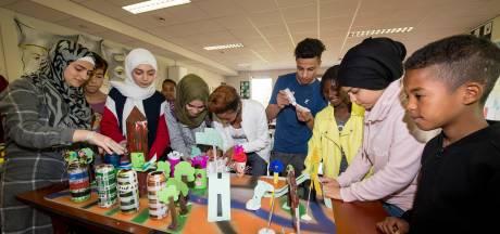 Leerlingen maken van ingezameld zwerfafval een kunstige stad